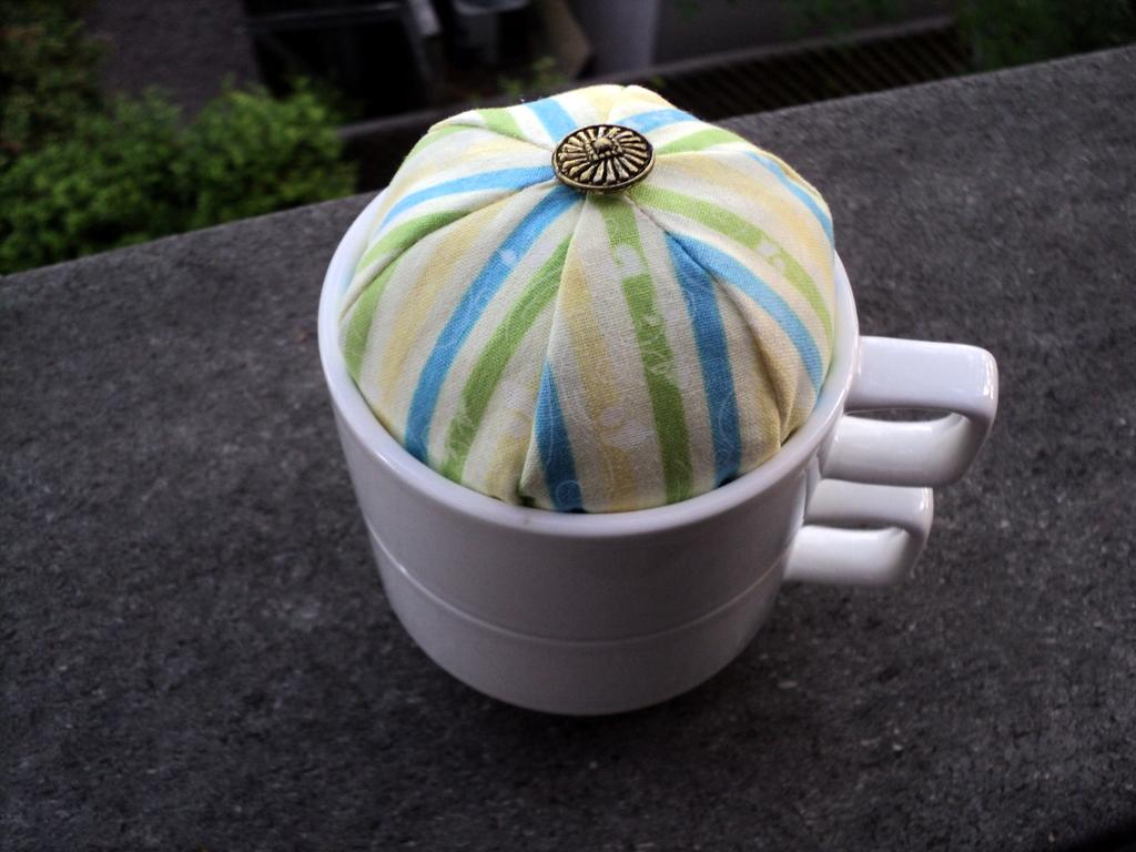 teacup_pincushion2