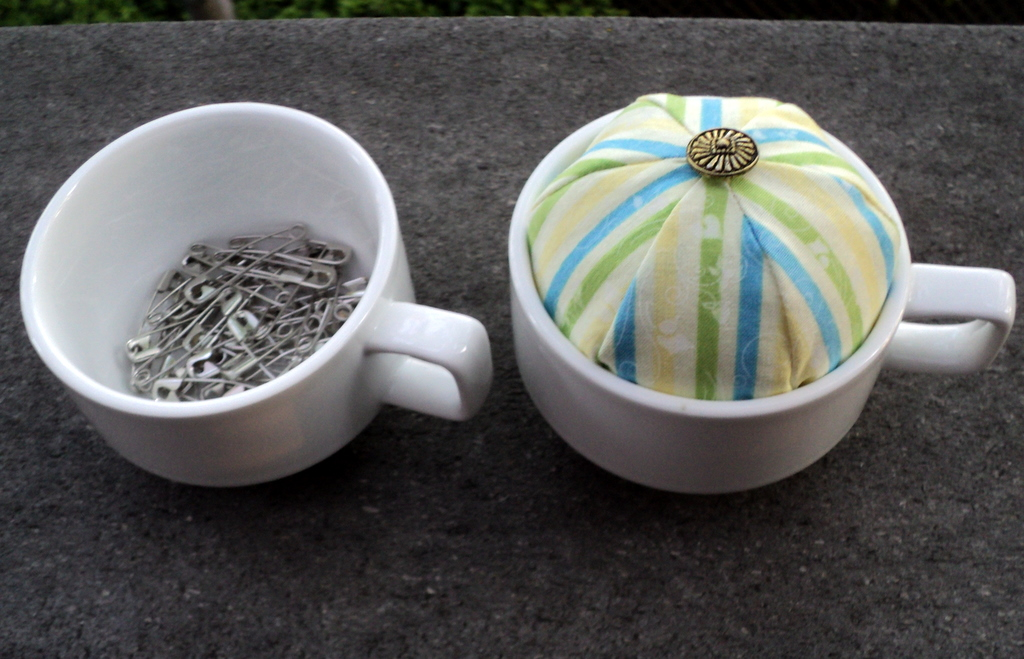 teacup_pincushion3