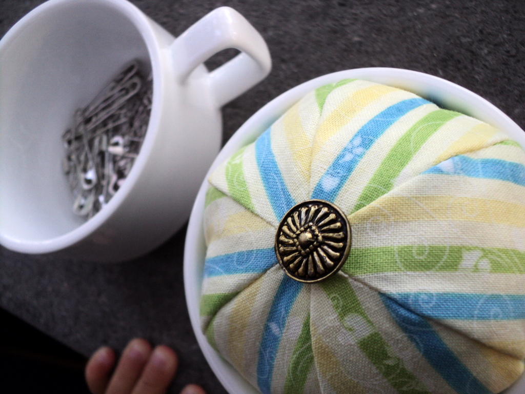 teacup_pincushion1