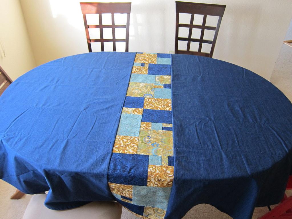 blue tablecloth wrunner1