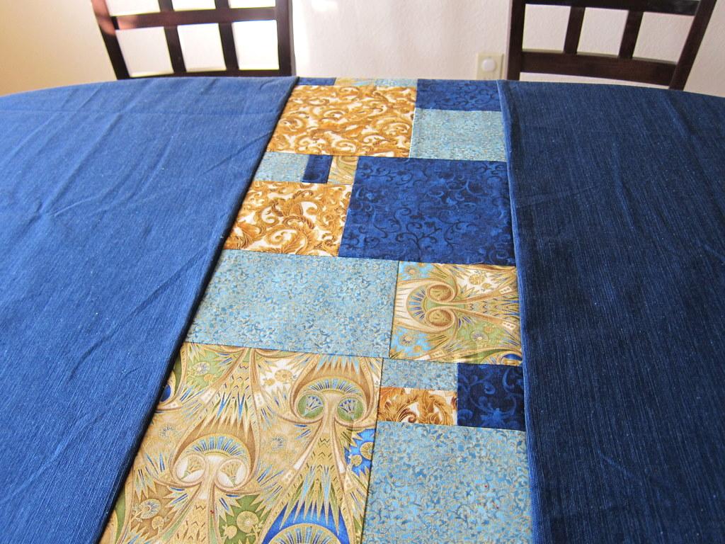 blue tablecloth wrunner2