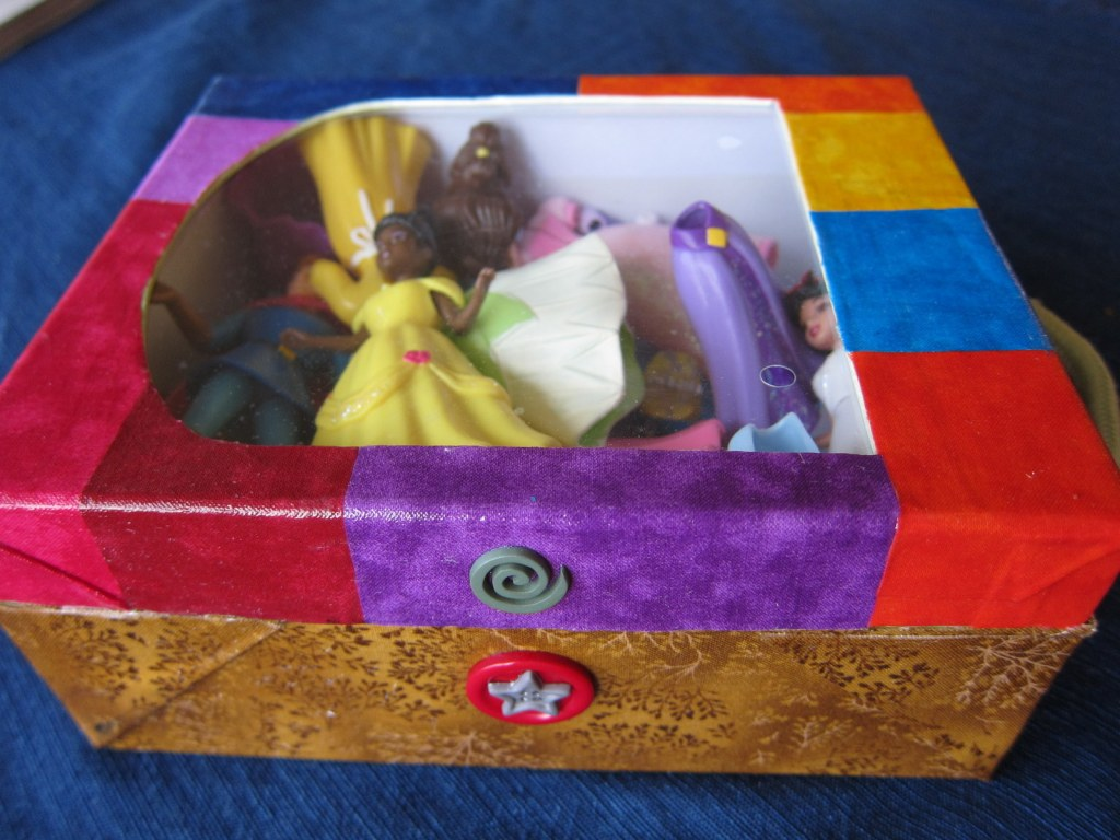 decoupage shoe box - buttons