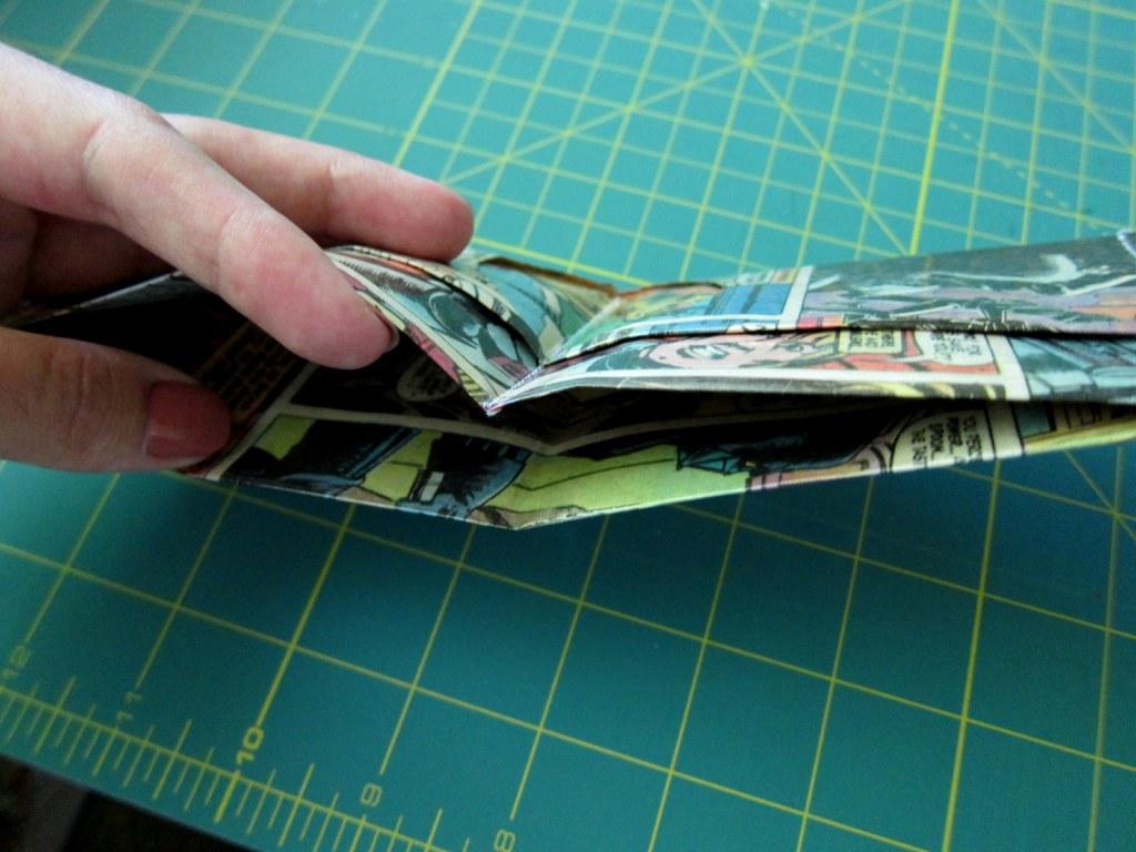 comic wallet opening