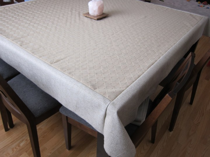 corner table cloth