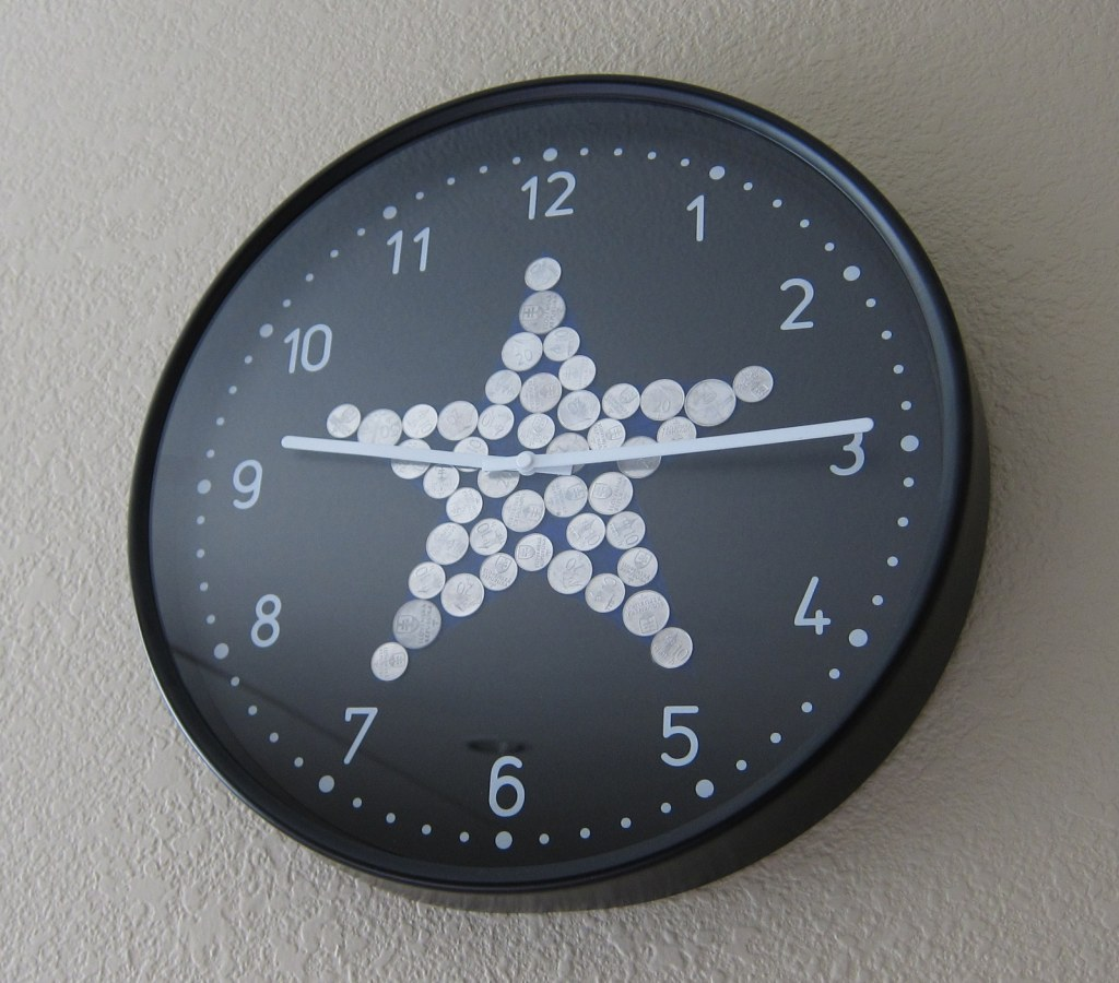 Bondis clock with star