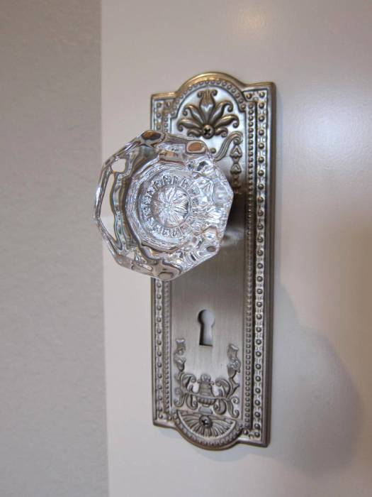 door plate and crystal knob